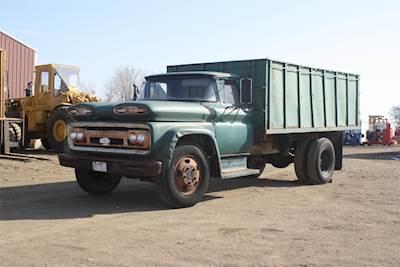 1961 Chevrolet C60 Farm / Grain Truck
