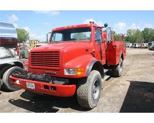 International 4800 Flatbed Truck