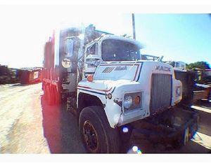 Mack DM685 Garbage Truck