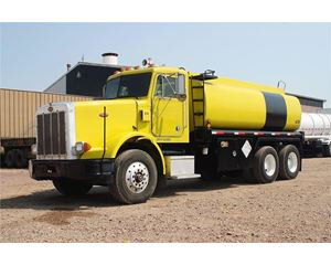 Peterbilt 385 Gasoline / Fuel Truck