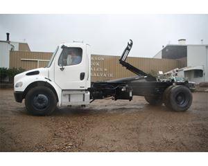 Freightliner BUSINESS CLASS M2 106 Hooklift Truck