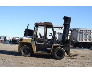 Caterpillar DP70 Mast Forklift