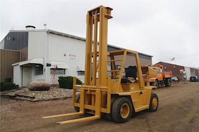Caterpillar V140 Mast Forklift