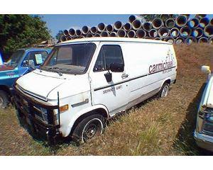 GMC 1500HD Passenger Van / Box Truck