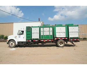 International 4600LP Recycling Truck