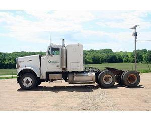 Freightliner FLC120 Sleeper Truck