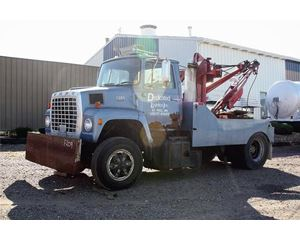 Ford 9000 Tow Truck