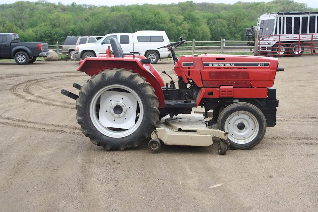 1982 international 244 tractors - less than 40 hp