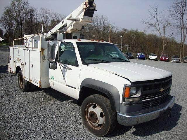 2000 Chevrolet 3500HD Single Axle Boom / Bucket Truck with
