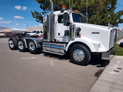 2007 Kenworth T800 Day Cab Truck - Caterpillar 600HP, 18 Speed Manual