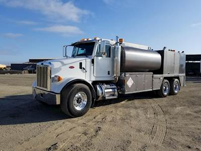 2006 Peterbilt 357 Tandem Axle Fuel & Lube Truck - Caterpillar, 425HP, 8LL
