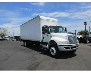 International 4400 SBA Box Truck / Dry Van