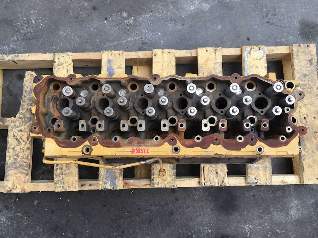 Used Cylinder Head For Caterpillar C7 Engine The Valves