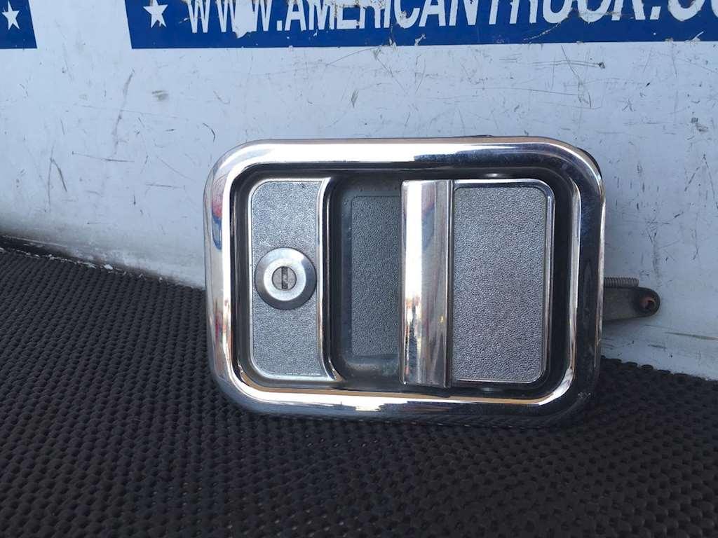 Used Passenger Exterior Door Handle For 1999 Freightliner Century Class 120