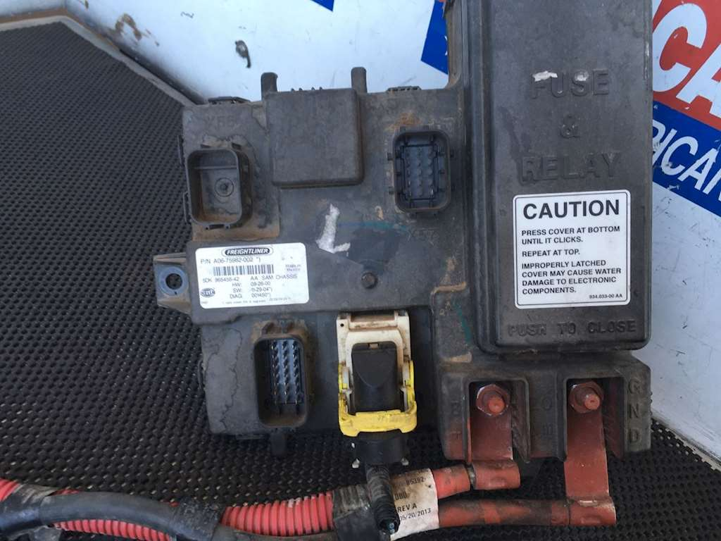 ECMs ECUs Electronic Control Modules Units Freightliner Cascadia 125 9065297 used cab ecu with fuse box for 2014 freightliner cascadia for sale freightliner cascadia fuse box at bayanpartner.co