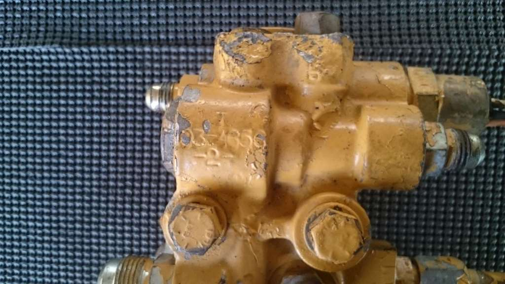 CAT 3406E Fuel Filter Base With Bracket And Seperate Fuel Filter Housing  For Sale | Phoenix, AZ | 7458 | MyLittleSalesman.comMy Little Salesman