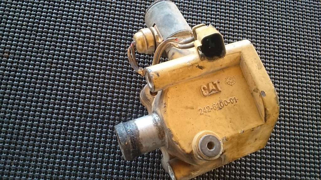 Divert Egr Coolant Valve For A Caterpillar C15 Engine For