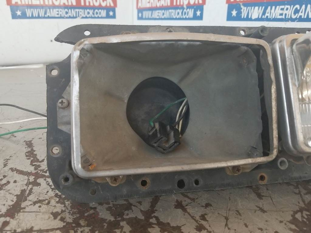 Used Passenger Side Headlight With Housing For 2001