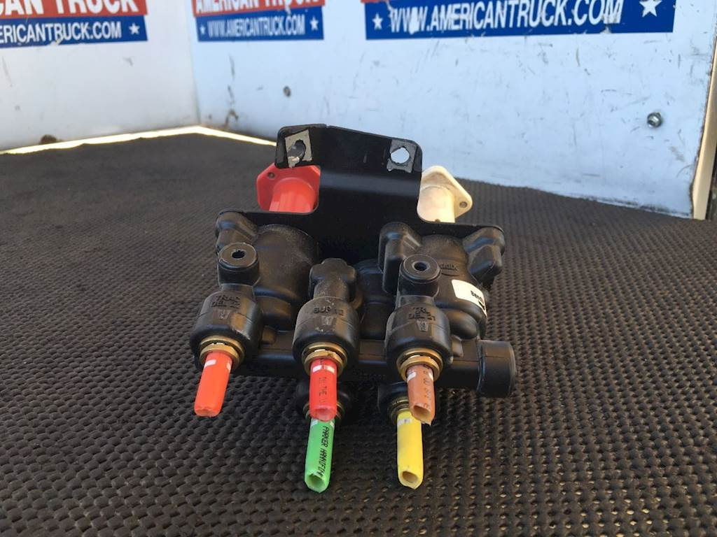 Used Bendix Dash Brake Valve For 2011 Volvo VNL610 For Sale | Phoenix, AZ |  SV-1229-8 | MyLittleSalesman com