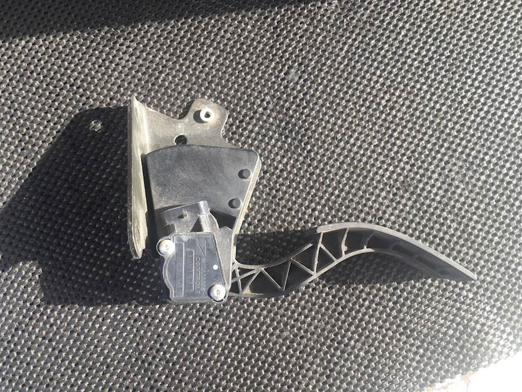 Used Accelerator Pedal With Throttle Sensor For Cummins ISX Engine