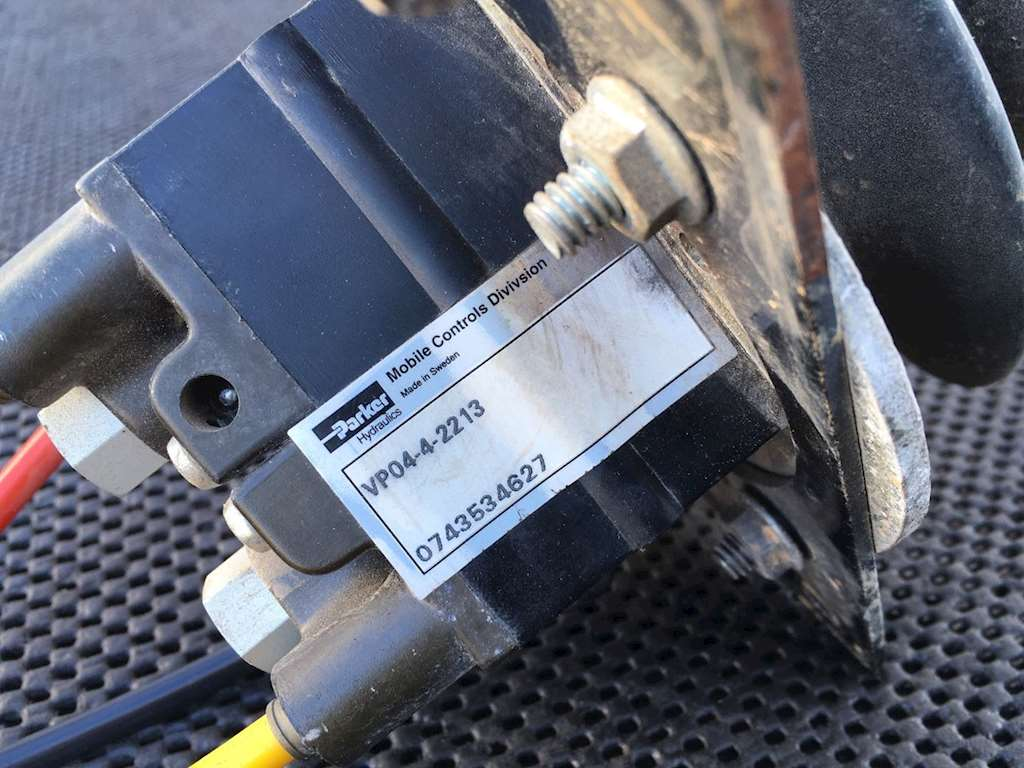 Used Parker Hydraulics Remote Control Valve For 2008 Autocar