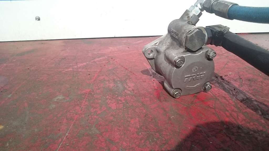 Used Power Steering Pump For TRW For 2003 Freightliner FLD112