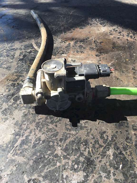 Used Bendix Abs Hydraulic Modulating Valve For A 2006