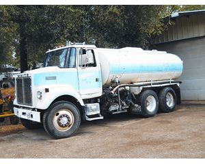 3700 gal V6 Water Truck