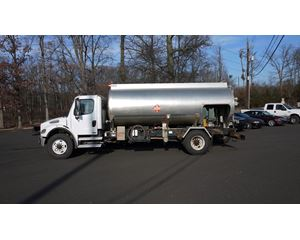 Freightliner BUSINESS CLASS M2 106 Fuel / Lube Truck