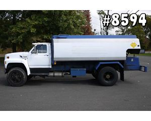 Ford F800 Gasoline / Fuel Truck