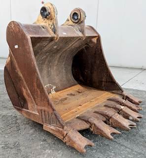 Caterpillar Excavator Bucket for a Caterpillar 375, 375A For Sale