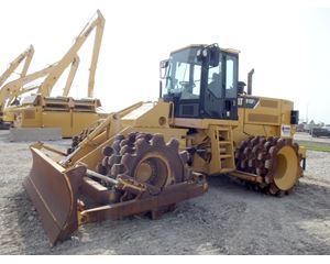 Caterpillar 815F II Padfoot Compactor