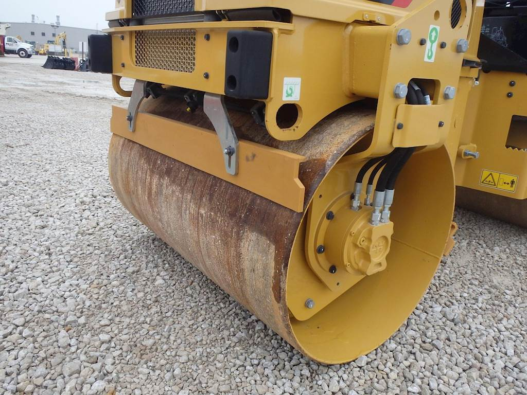 2017 Caterpillar CB2.7 Smooth Drum Roller Compactor For Sale, 20 ...