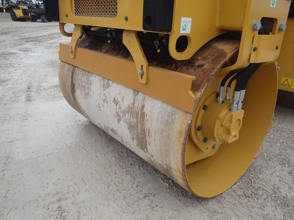 2017 Caterpillar CB2.7 Smooth Drum Roller Compactor For Sale, 22 ...