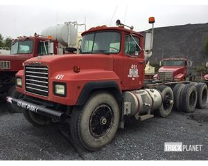 Mack RD690S Cab & Chassis