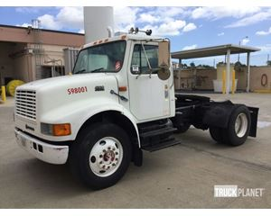 International 4900 S/A Conventional Day Cab