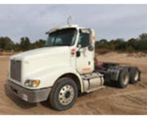 International 9200i T/A Conventional Day Cab
