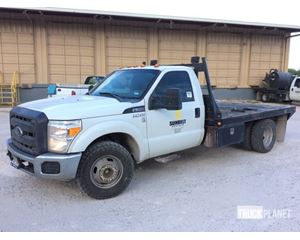 Ford F-350 Super Duty Flatbed Truck