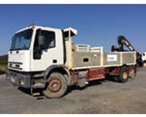Iveco 190E27 4x2 Flatbed Truck w/ Hiab 090 Rear Mounted Crane