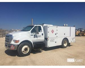 Ford F-750 Super Duty S/A Fuel & Lube Truck