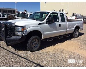 Ford F-250 XL Super Duty 4x4 Extended Cab Pickup