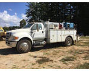 Ford F-750 Super Duty S/A Service Truck w/ Crane