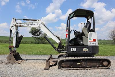 2014 Bobcat E35 Excavator - Enclosed Cab, A/C & Heat, Hydraulic