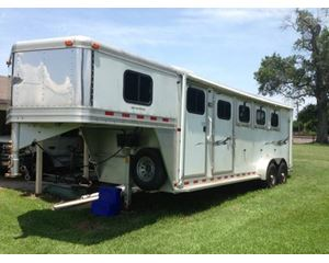 Dream Coach EMERALD Horse Trailer