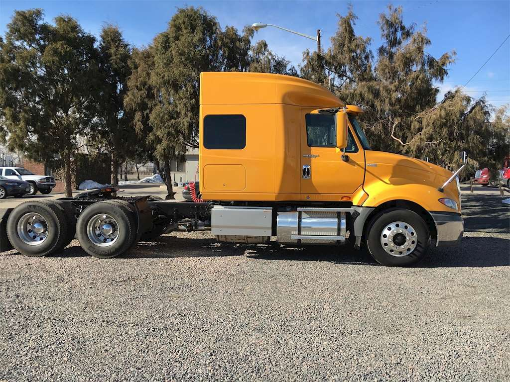 2013 international prostar plus sleeper semi truck for