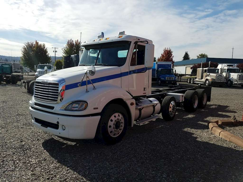 2008 Freightliner Columbia 120 Cab Amp Chassis Truck For