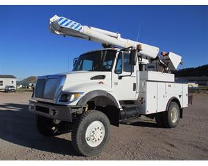 International 7300 Bucket / Boom Truck