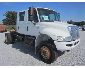 International 4200 Crew Cab 4X4