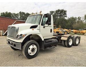 International 7600 Conventional Truck