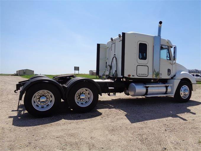 2010 Freightliner Columbia Heritage Edition T/A Truck